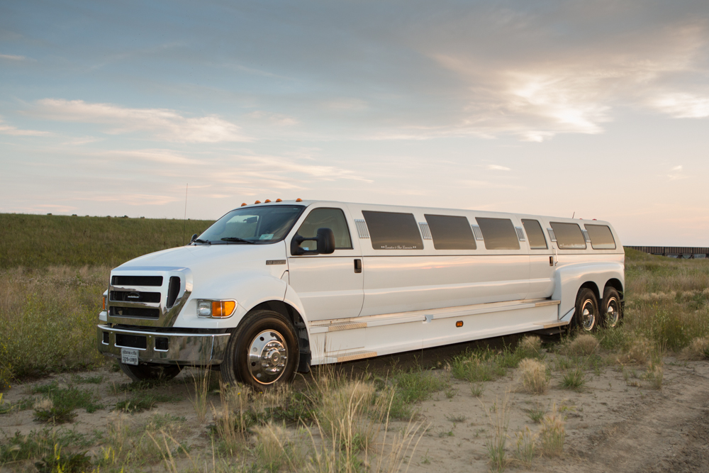 Ford F-650 - 28 seats-booklimo